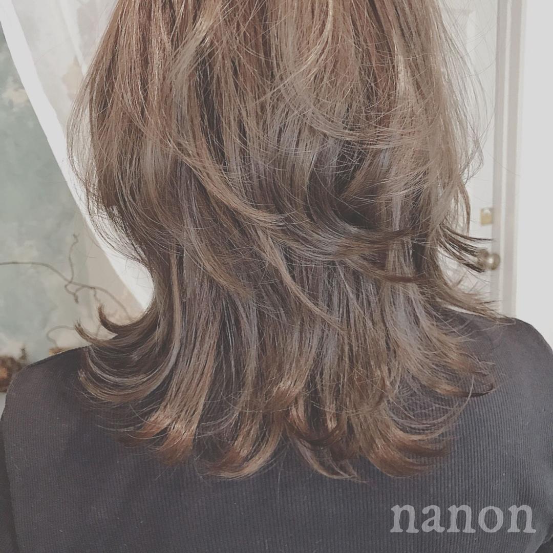 浦川 由起江さんのヘアスタイルの写真。テーマは『アッシュ、ブリーチカラー、外国人風カラー、アッシュグレージュ、ウルフ』