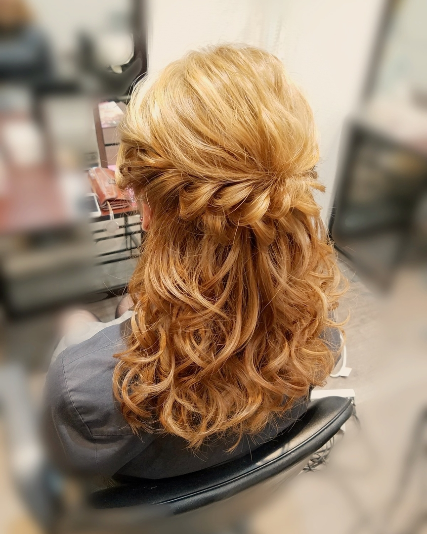 平原舞さんのヘアスタイルの写真。テーマは『宮崎市ヘアセット、宮崎市、ヘアセット専門、セットサロン、ヘアセット、ヘアアレンジ、ハーフアップ、ブライダル、ブライダルヘア、結婚式、結婚式ヘアアレンジ、結婚式ヘア、ねじりヘア、宮崎、hair、hairset、hairstyle、hairarrange、宮崎美容室、宮崎市STELLA、宮崎市セットサロン、宮崎市結婚式セット、宮崎市美容室、宮崎県、宮崎市セット、オシャレ、おしゃれな人と繋がりたい』