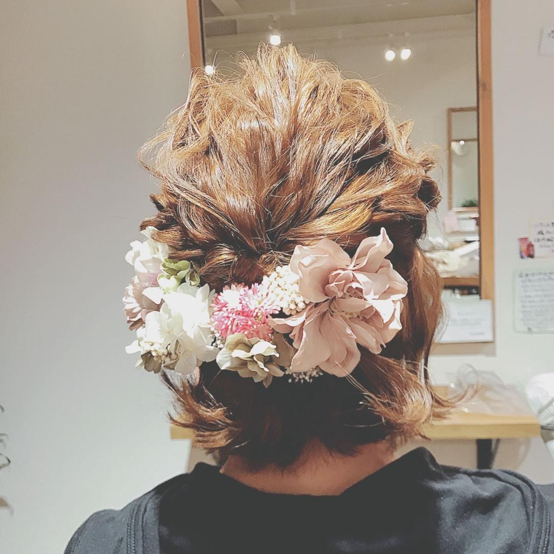浦川 由起江さんのヘアスタイルの写真。テーマは『ブライダルヘア、フーケ、ボブ、ヘアアレンジ』