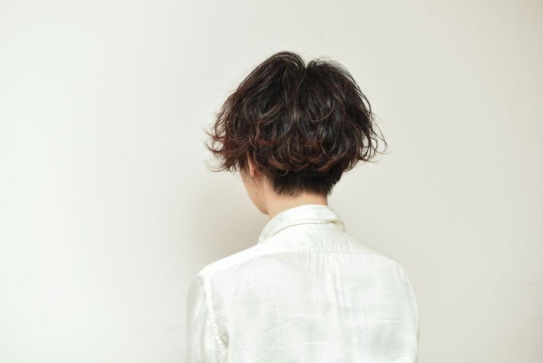 toru ishidaさんのヘアスタイルの写真。テーマは『ショートボブ、ボブ、前下がり、前下がりボブ、パーマ、ワンカール、美骨カット』