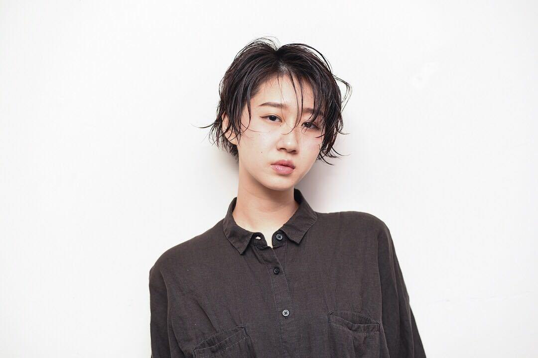 toru ishidaさんのヘアスタイルの写真。テーマは『ショートボブ、ボブ、ショート、パーマ、ワンカール、ワンレングス、美骨カット、ウェット』