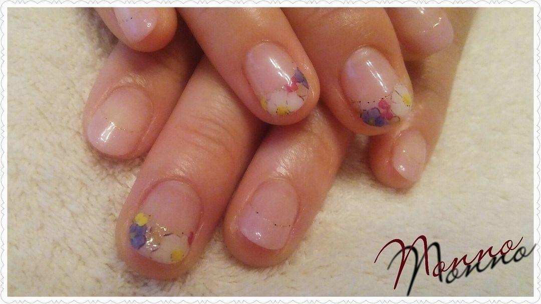 nonnoさんのネイルデザインの写真。テーマは『秋ネイル、新宿、西新宿、パラジェル、新宿ネイルサロン、ジェルネイル、フラワーネイル、花柄、ボタニカルネイル、フレンチネイル』