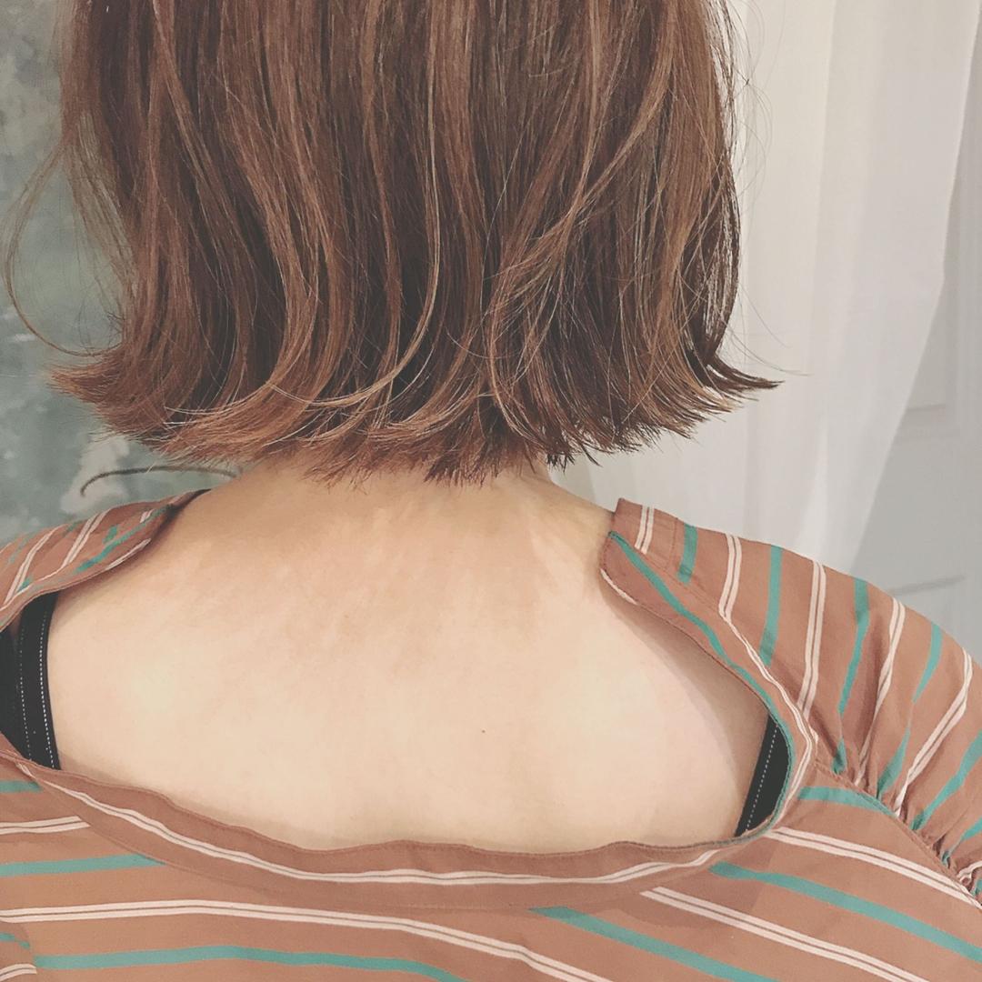 浦川 由起江さんのヘアスタイルの写真。テーマは『ボブ、切りっぱなしボブ』