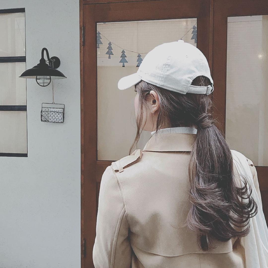 浦川 由起江さんのヘアスタイルの写真。テーマは『ブルージュ、外国人風カラー、キャップヘアアレンジ、ポニーテール、アッシュグレージュ』