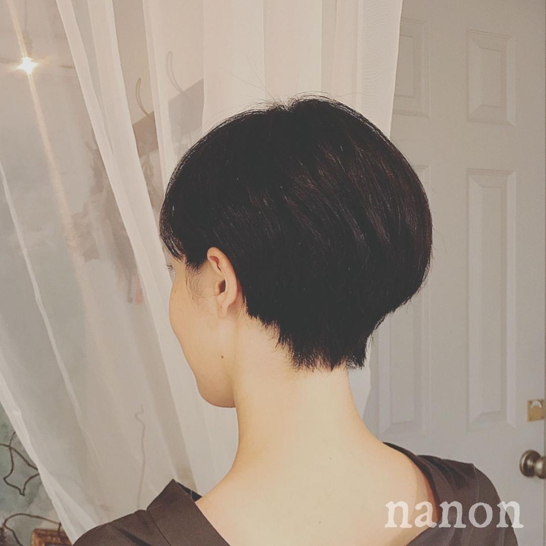 浦川 由起江さんのヘアスタイルの写真。テーマは『ショートヘア、黒髪ショート、耳かけショート、大人ショート』