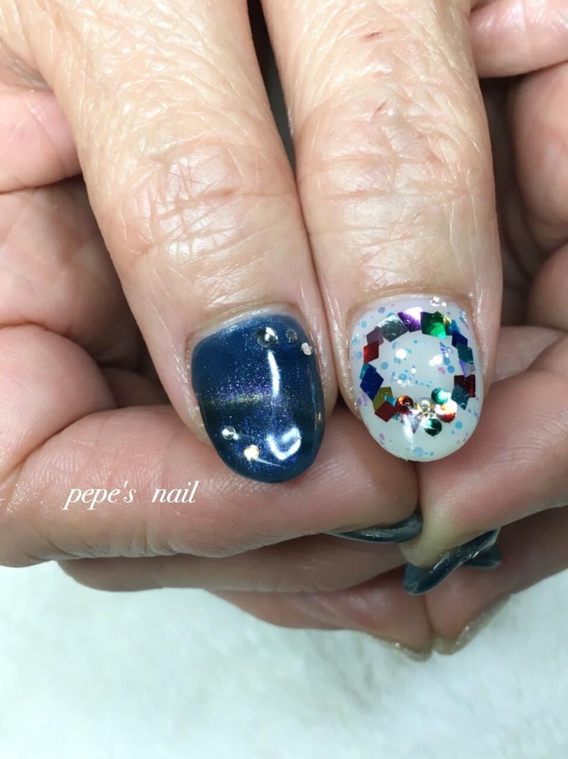 pepe's nailさんのネイルデザインの写真。テーマは『pepesnail、nail、nailart、nailstagram、gelnail、nails、paragel、pregel、handnail、ネイル、ネイルアート、きまぐれキャット、ハンドネイル、秋冬ネイル、キャッツアイ、クリスマスネイル、クリスマスリース』