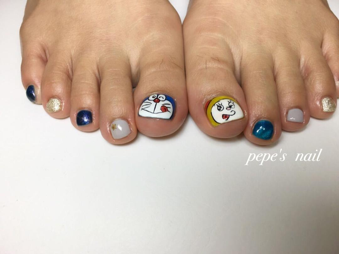 pepe's nailさんのネイルデザインの写真。テーマは『pepesnail、nail、nailart、nailstagram、gelnail、nails、paragel、pregel、handnail、footnail、character、characternail、ネイル、ネイルアート、きまぐれキャット、ハンドネイル、フットネイル、秋冬ネイル、キャッツアイ、キャラクターネイル、ドラえもん、ドラミちゃん、ドラえもんネイル』