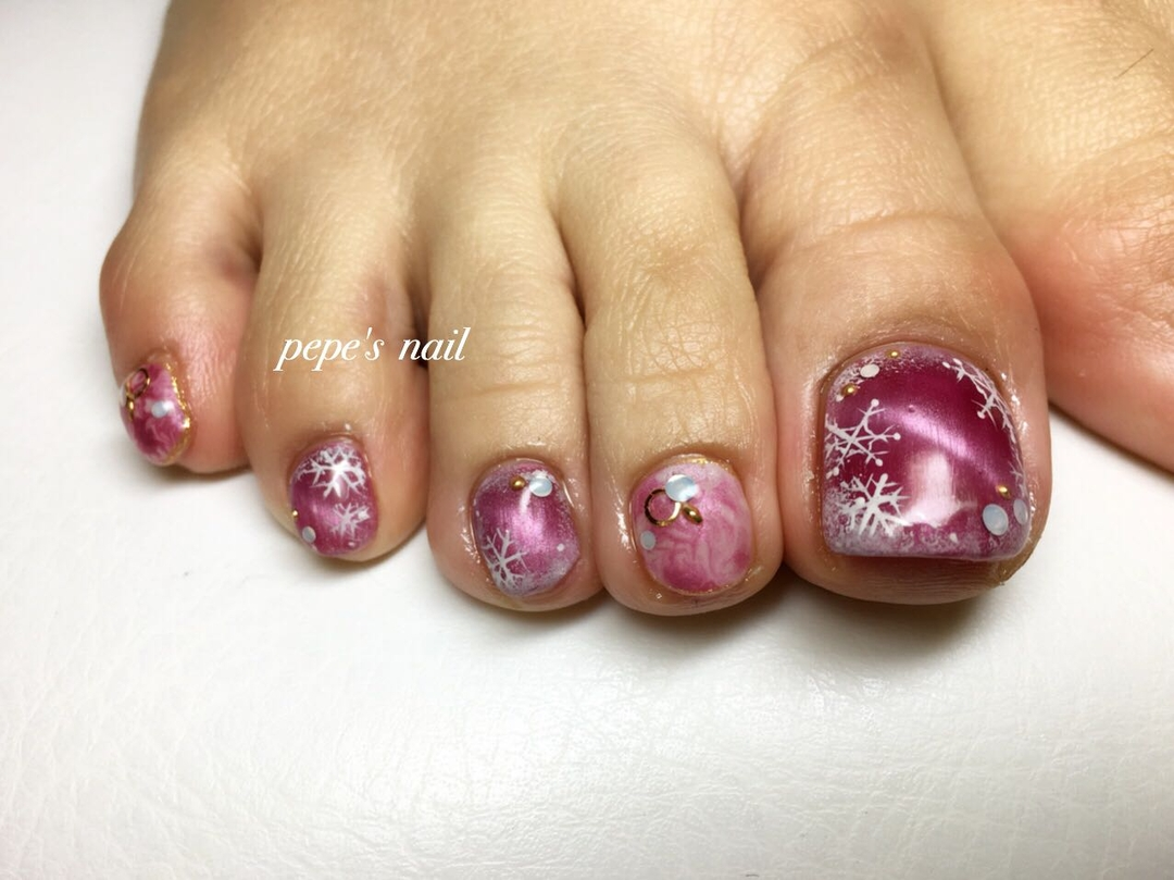 pepe's nailさんのネイルデザインの写真。テーマは『pepesnail、nail、nailart、nailstagram、gelnail、nails、paragel、pregel、handnail、footnail、ネイル、ネイルアート、きまぐれキャット、ハンドネイル、フットネイル、冬ネイル、キャッツアイ、マーブル、クリスマスネイル、お正月ネイル、サンプルより』