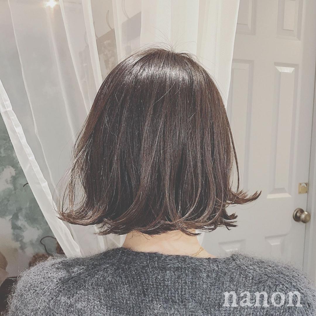 浦川 由起江さんのヘアスタイルの写真。テーマは『アッシュグレージュ、切りっぱなしボブ、ボブ、外ハネ、外国人風カラー』