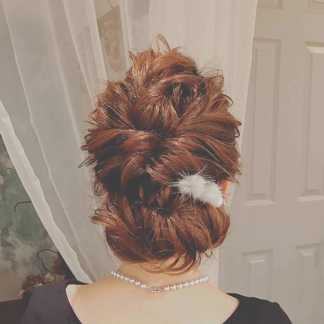 浦川 由起江さんのヘアスタイルの写真。テーマは『ヘアアレンジ』