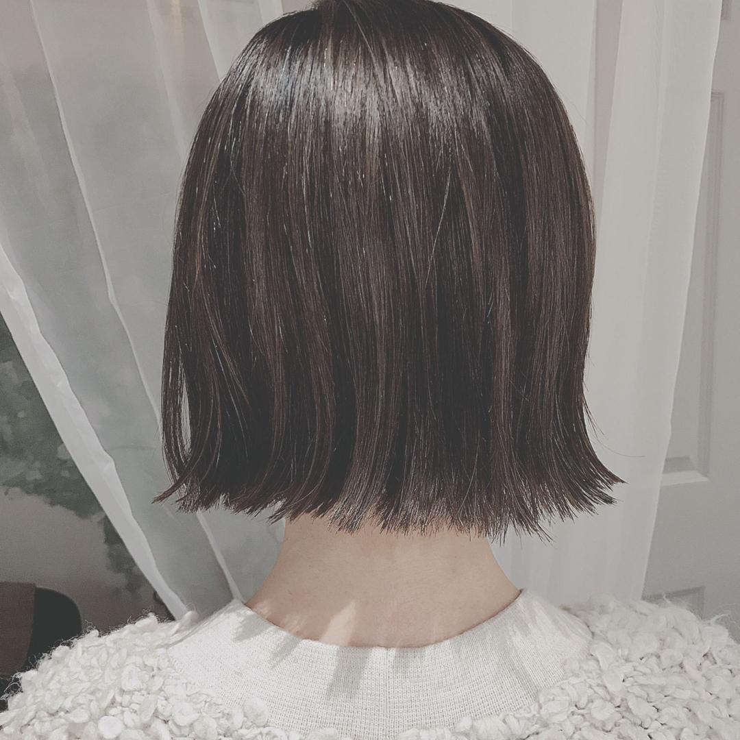 浦川 由起江さんのヘアスタイルの写真。テーマは『切りっぱなし、外ハネ、ハイライト、外国人風カラー、ブルージュ』