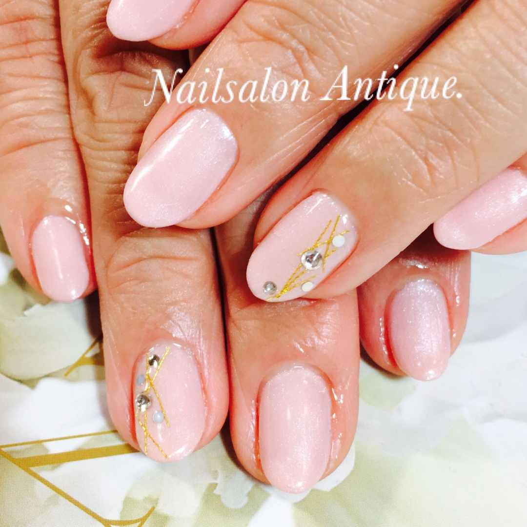 nailsalon Antiqueさんのネイルデザインの写真。テーマは『縁起物、OLネイル、新宿、代々木、代々木ネイル、プライベートサロン、ネイル、ジェル、nail、jel、nailstgram、美甲、gelnails、nailart、ジェルネイル、nails、naildesign、ファッション、ネイルサロン、nailsalon、instanail、design、art、シンプル、大人ネイル、上品ネイル、네일스타그람、네일』