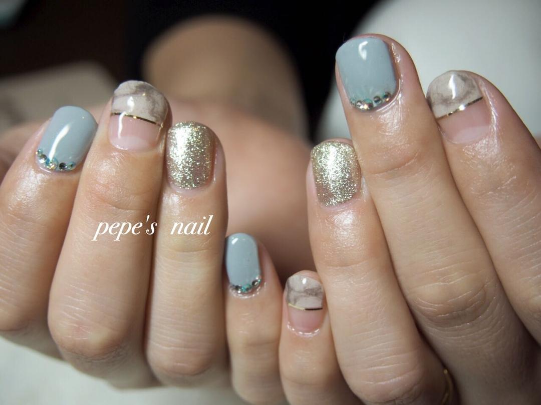 pepe's nailさんのネイルデザインの写真。テーマは『pepesnail、nail、nailart、nailstagram、gelnail、nails、paragel、pregel、handnail、ネイル、ネイルアート、ハンドネイル、冬ネイル、和紙、和紙ネイル、フレンチネイル、スワロフスキー、ラインテープ、自宅ネイル、大分市、出張』