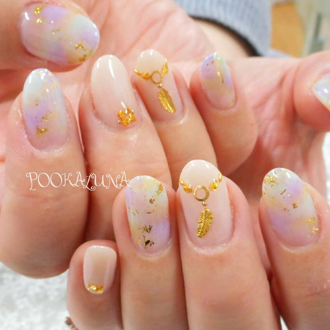 POOKALUNA  さんのネイルデザインの写真。テーマは『須賀川市ネイル、須賀川ネイルサロン、プーカルーナ、POOKALUNA、須賀川ネイル、福島県ネイル、福島県ネイルサロン、須賀川市ネイルサロン、ジェルネイル、nailart、冬ネイル、gelnails、大人ネイル、上品ネイル、nail、nails、art、美甲、POOKALUNA2018、グラデーションネイル、カラグラネイル、ベージュネイル、パープルネイル、フェザーネイル、エスニックネイル、タイダイネイル、リゾートネイル』