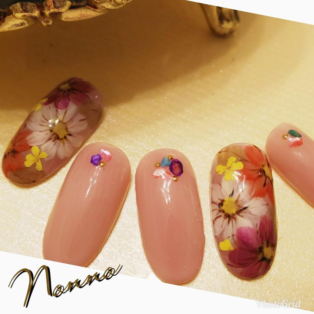 nonnoさんのネイルデザインの写真。テーマは『フラワーネイル、ジェルネイル、ネイル、ネイルサロン、花柄、お花、新宿ネイルサロン、西新宿、新宿、美甲、指甲、nail、nailart、nailsalon、parajel、パラジェル、自爪を削らない、nails、パラジェル登録サロン、Nonno、nonno、大人ネイル、アンティークネイル』