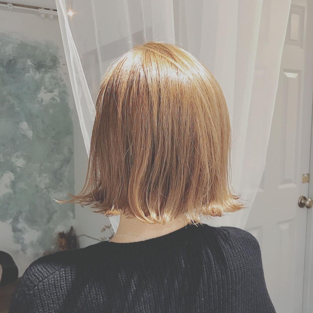 浦川 由起江さんのヘアスタイルの写真。テーマは『切りっぱなし、ハニーベージュ、外国人風カラー、ブリーチカラー』