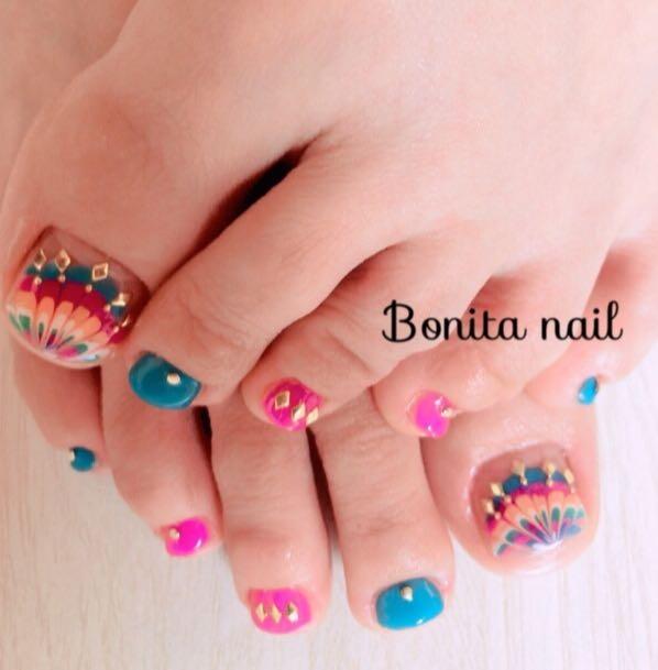 Bonitanailさんのネイルデザインの写真。テーマは『ピーコック、footnail』