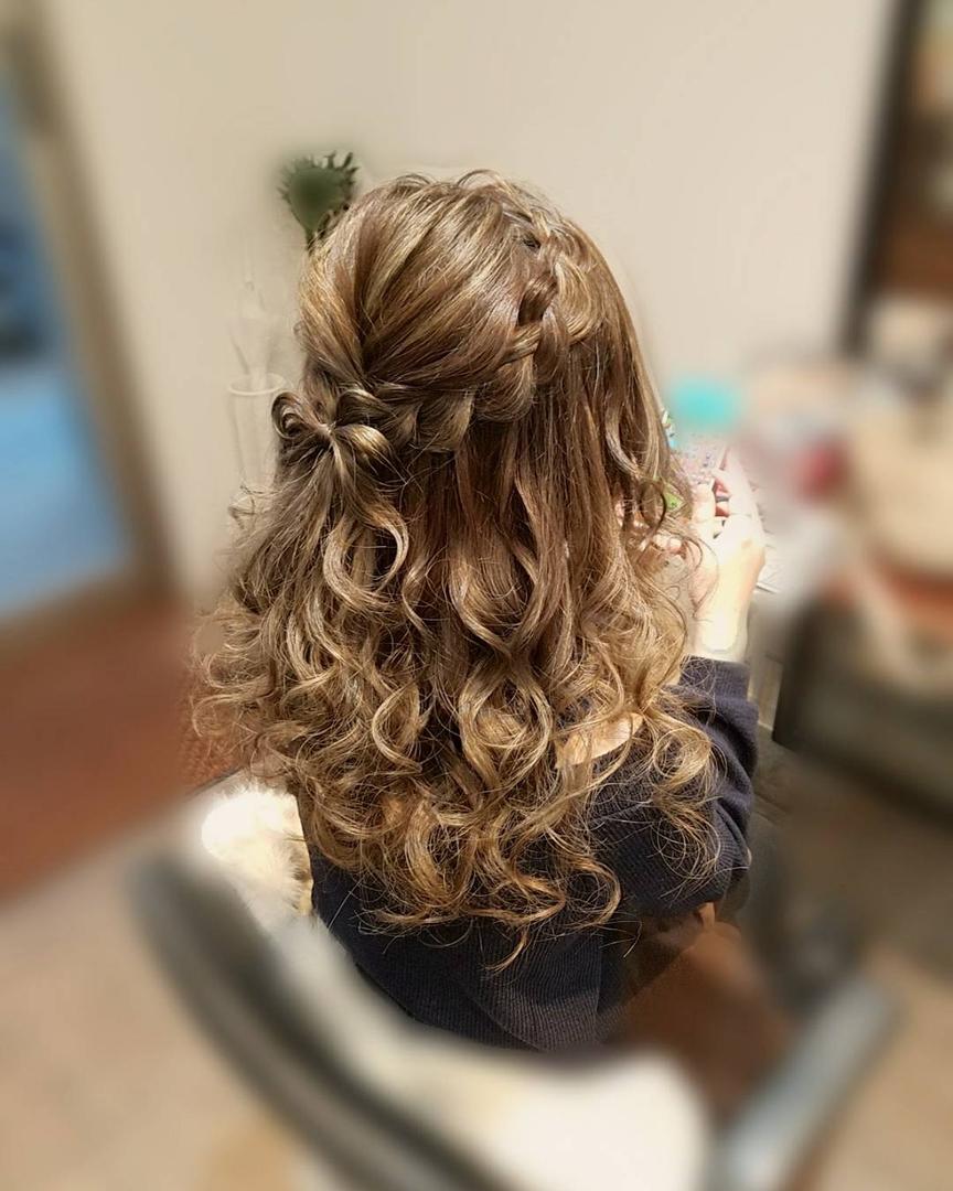 平原さんのヘアスタイルの写真。テーマは『宮崎市ヘアセット、宮崎市、ヘアセット専門、セットサロン、ヘアセット、ヘアアレンジ、ハーフアップ、ブライダル、ブライダルヘア、結婚式、結婚式ヘアアレンジ、結婚式ヘア、編み込みヘア、宮崎、hair、hairset、hairstyle、hairarrange、宮崎美容室、宮崎市STELLA、宮崎市セットサロン、宮崎市結婚式セット、宮崎市美容室、宮崎県、宮崎市セット、りぼんヘア、編み込みアレンジ、宮崎市ステラ、ハーフアップアレンジ、編み込み』