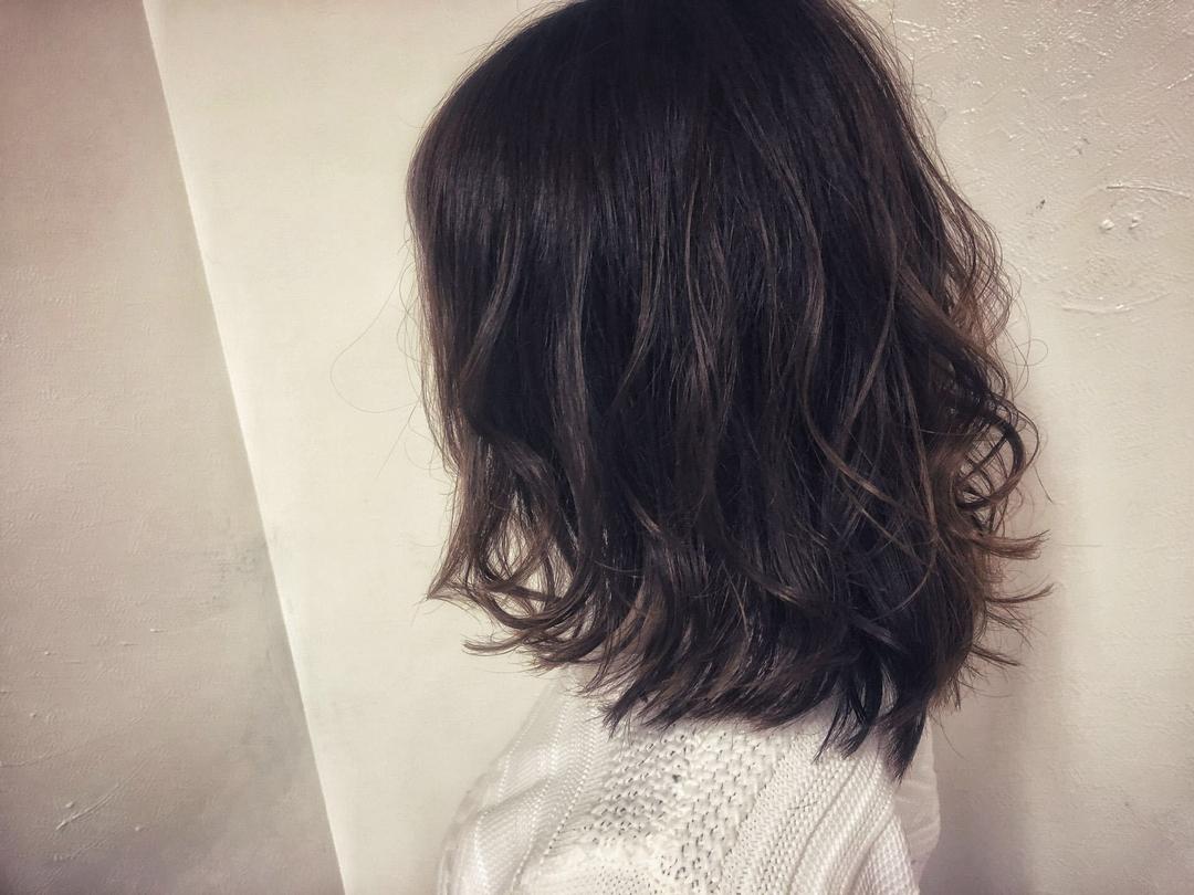 DAIKIさんのヘアスタイルの写真。テーマは『ヘア、大阪、ミディアム、ラフ、ゆるふわ』