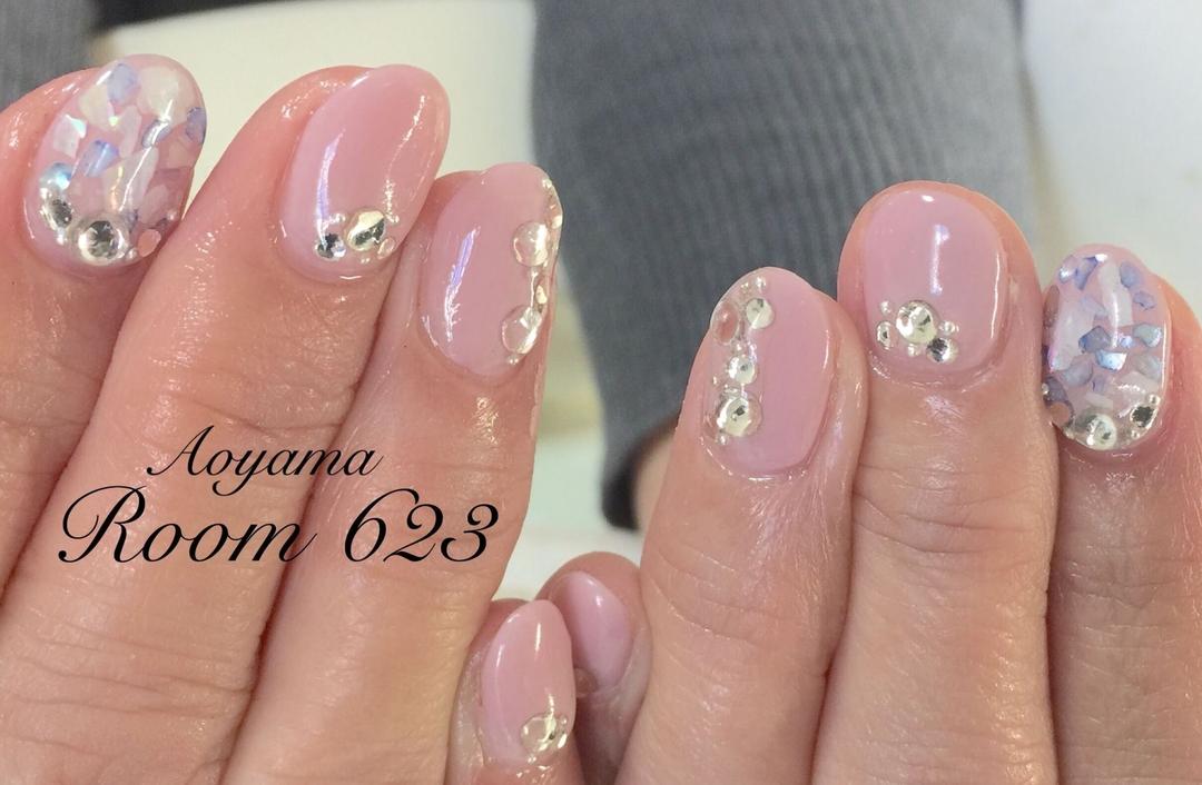 Aoyama Room623さんのネイルデザインの写真。テーマは『大人ネイル、ビジューネイル、シェルネイル、ピンク』