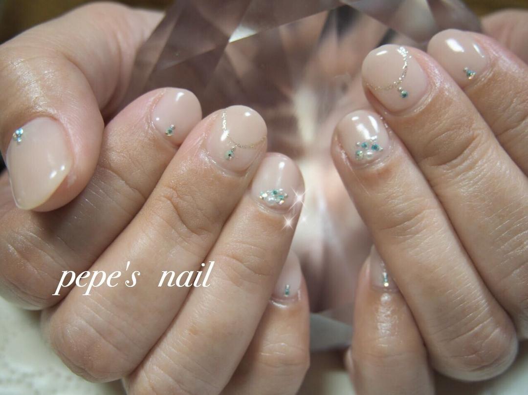 pepe's nailさんのネイルデザインの写真。テーマは『pepesnail、nail、nailart、nailstagram、gelnail、nails、paragel、pregel、handnail、ネイル、ネイルアート、ハンドネイル、冬ネイル、春ネイル、パール、シンプルネイル、スワロフスキー、自宅ネイル、大分市』