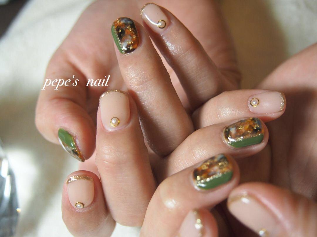 pepe's nailさんのネイルデザインの写真。テーマは『pepesnail、nail、nailart、nailstagram、gelnail、nails、paragel、pregel、handnail、ネイル、ネイルアート、ハンドネイル、冬ネイル、春ネイル、べっ甲、べっ甲ネイル、フレンチ、フレンチネイル、スワロフスキー、パール、手描きアート、自宅ネイル、大分市』