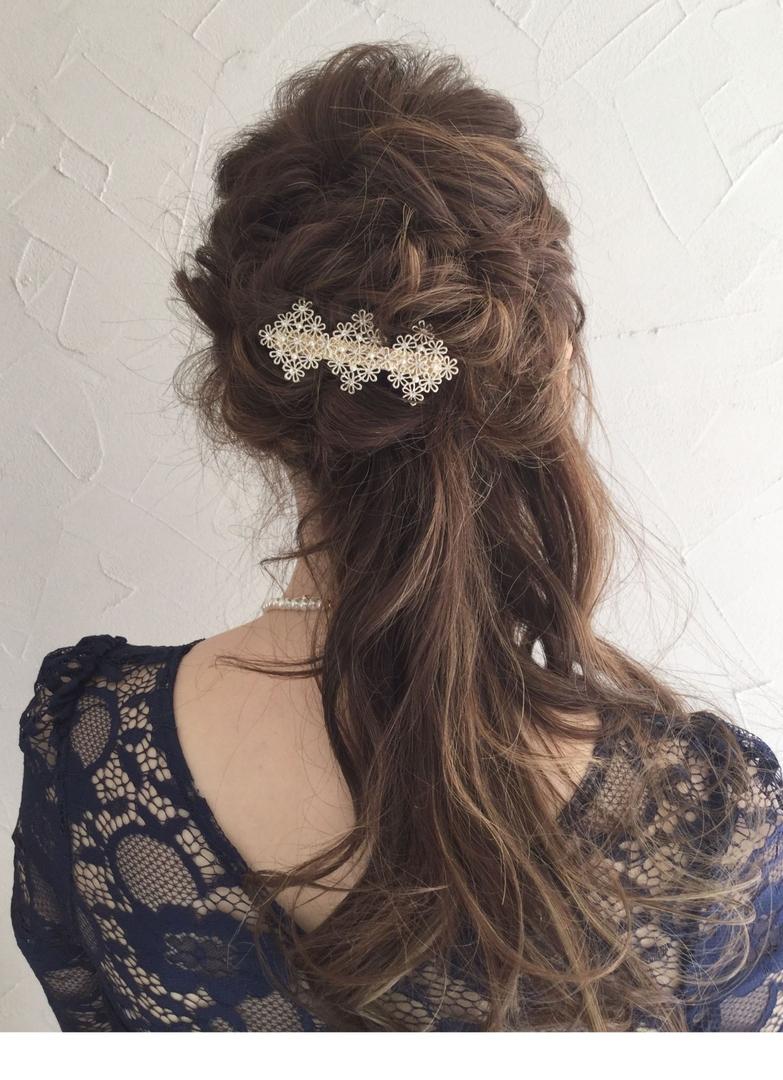 Ryuuichi Takahashiさんのヘアスタイルの写真。テーマは『結婚式、ヘア、ヘアアレンジ、編み込み、ハーフアップ、くるりんぱ』