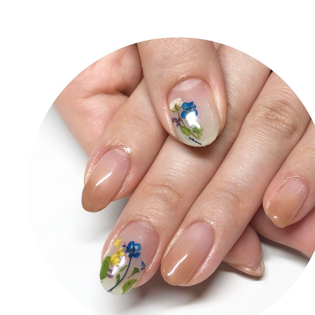 MereMer SayakaAoeさんのネイルデザインの写真。テーマは『押し花ネイル、押し花、パラジェル、グラデーションネイル』