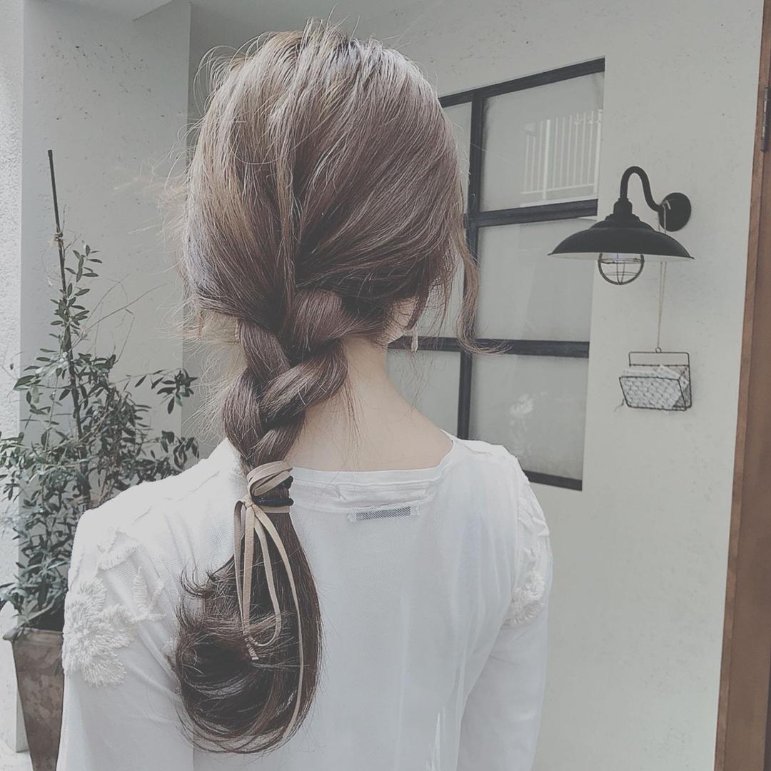 浦川 由起江さんのヘアスタイルの写真。テーマは『ヘアアレンジ、三つ編み、外国人風カラー、アッシュグレージュ、簡単ヘアアレンジ』