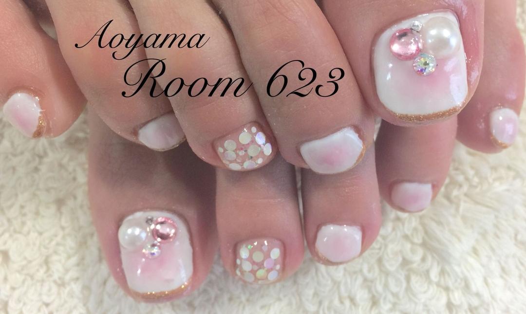 Aoyama Room623さんのネイルデザイン 『フットケア チークネイル 』 , tredina