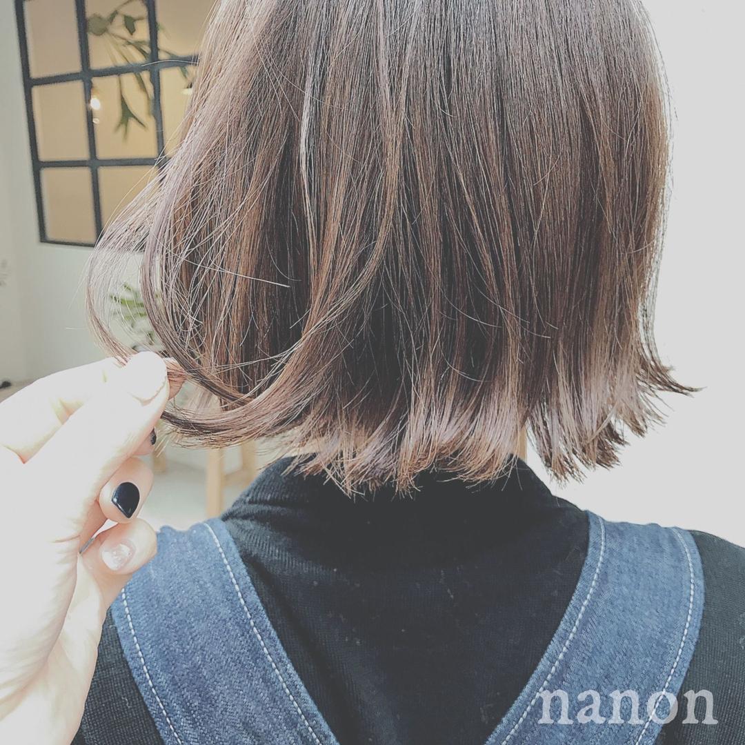浦川 由起江さんのヘアスタイルの写真。テーマは『アッシュグレージュ、外国人風カラー、切りっぱなし、外ハネ』