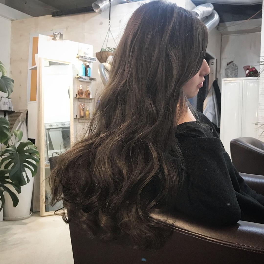YUSUKE NAKAMURAさんのヘアスタイルの写真。テーマは『ロング、カワイイ、髪型、グレー、アッシュ』