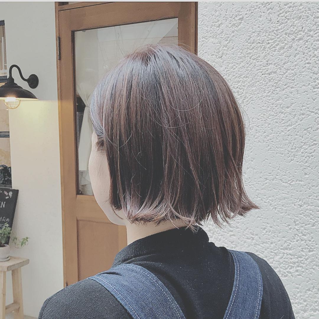 浦川 由起江さんのヘアスタイルの写真。テーマは『切りっぱなしボブ、外ハネ、外国人風カラー、ハイライト、アッシュグレージュ』