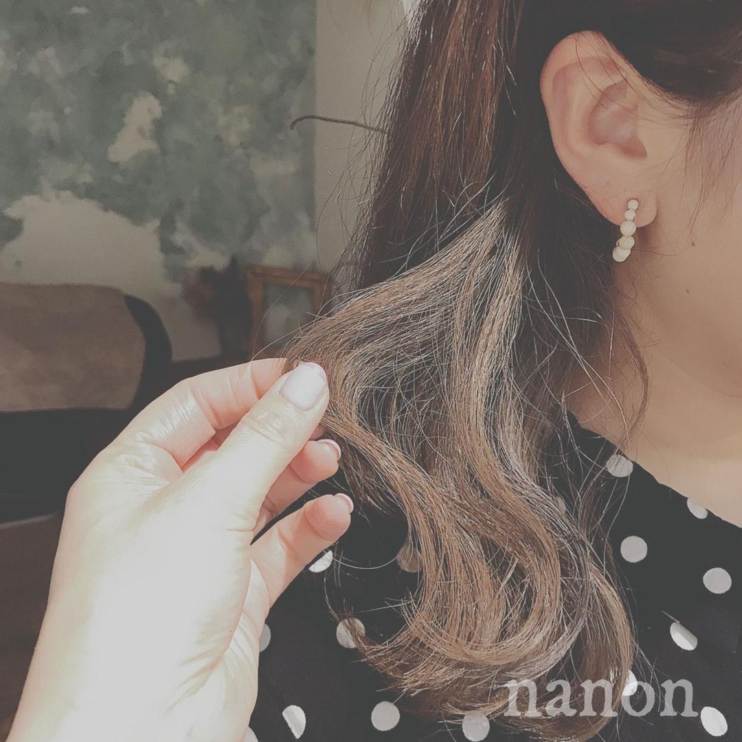 浦川 由起江さんのヘアスタイルの写真。テーマは『インナーカラー、外国人風カラー、アッシュグレージュ』