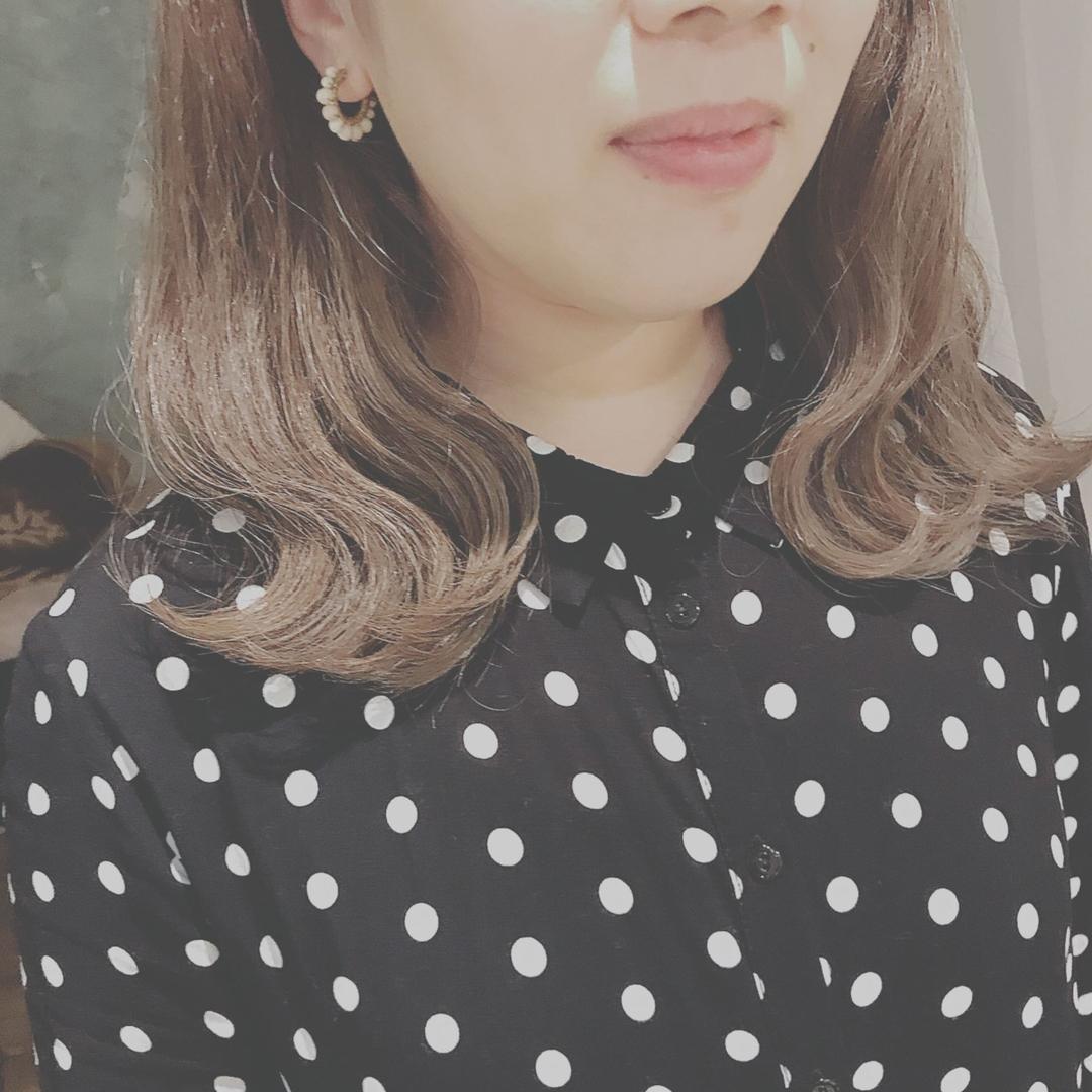 浦川 由起江さんのヘアスタイルの写真。テーマは『インナーカラー、外国人風カラー、グラデーションカラー、アッシュグレージュ』