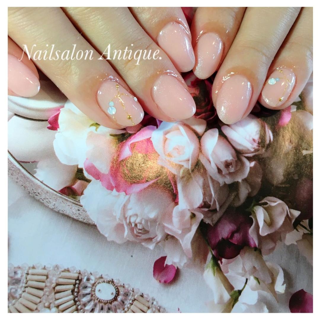 nailsalon Antiqueさんのネイルデザインの写真。テーマは『春ネイル、ネックレス、ネックレスネイル、オフィスネイル、新宿、代々木、代々木ネイル、プライベートサロン、ネイル、ジェル、nail、jel、nailstgram、美甲、gelnails、nailart、ジェルネイル、nails、naildesign、ファッション、ネイルサロン、nailsalon、instanail、シンプル、大人ネイル、上品ネイル』