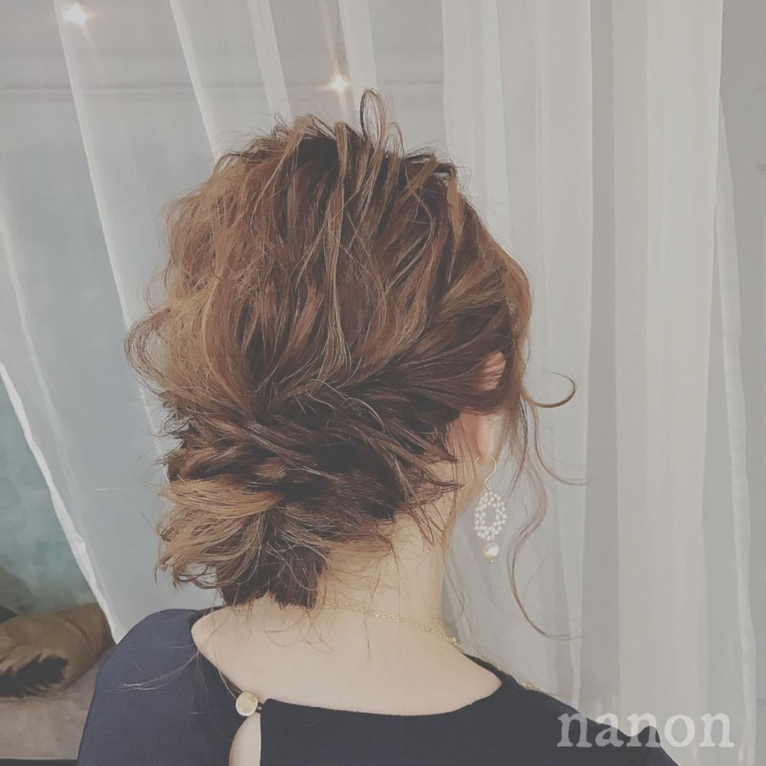 浦川 由起江さんのヘアスタイルの写真。テーマは『ヘアアレンジ、ルーズ』