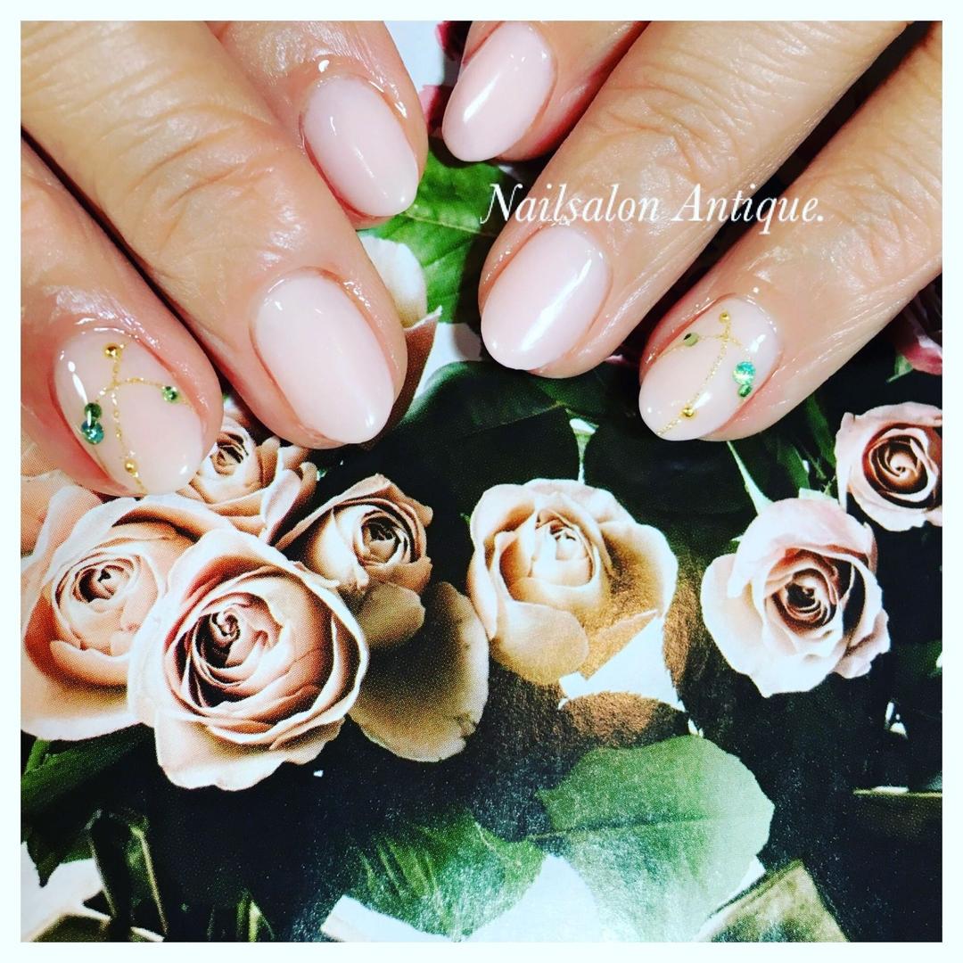 nailsalon Antiqueさんのネイルデザインの写真。テーマは『春ネイル、ネックレス、スワロフスキー、オフィスネイル、新宿、代々木、代々木ネイル、プライベートサロン、ネイル、ジェル、nail、jel、nailstgram、美甲、gelnails、nailart、ジェルネイル、nails、naildesign、ファッション、ネイルサロン、nailsalon、instanail、design、art、シンプル、大人ネイル、上品ネイル、네일스타그람、네일』