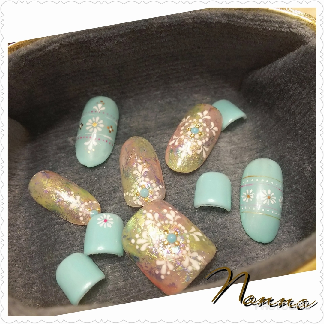 nonnoさんのネイルデザインの写真。テーマは『オリエンタルネイル、ジェルネイル、ネイル、ネイルサロン、エスニック柄、フットネイル、新宿ネイルサロン、西新宿、新宿、美甲、指甲、nail、nailart、nailsalon、parajel、パラジェル、自爪を削らない、nails、パラジェル登録サロン、Nonno、nonno、Shinjuku、Japan』