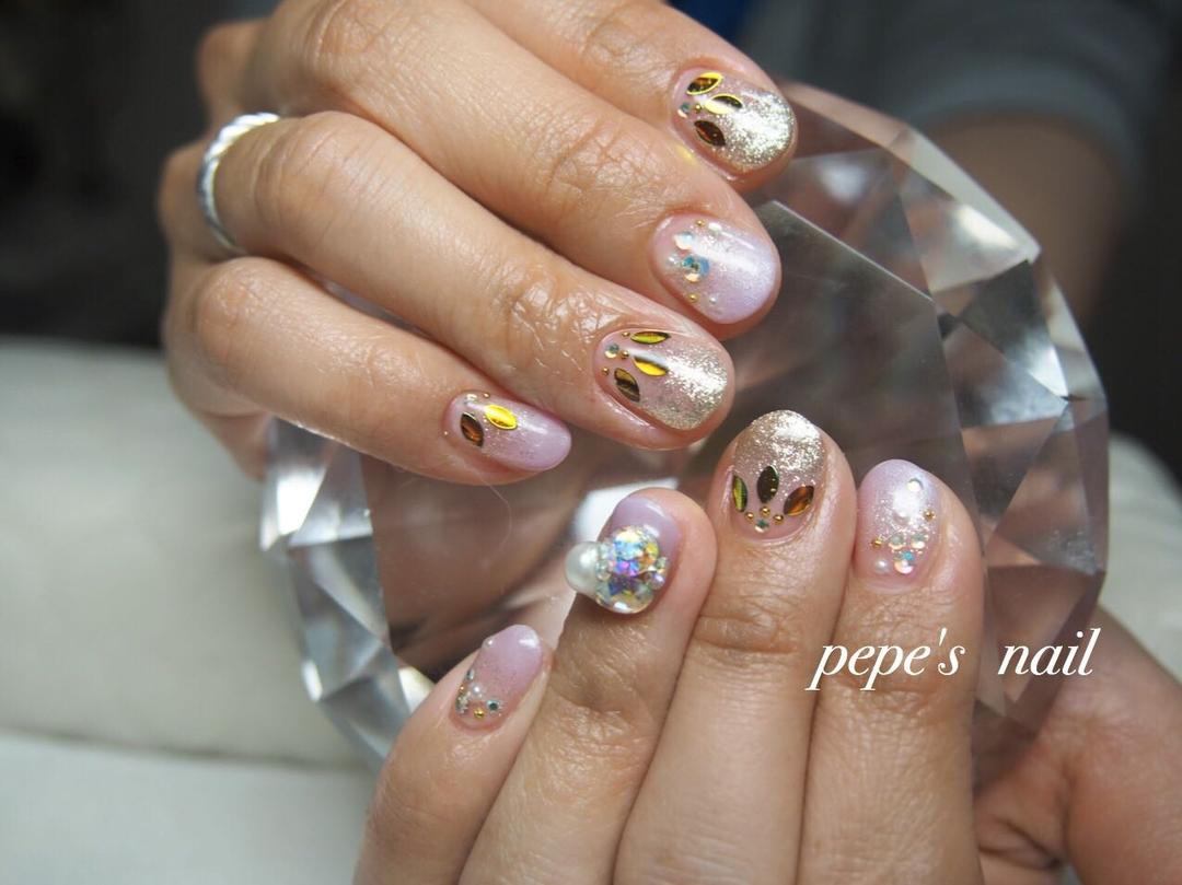 pepe's nailさんのネイルデザインの写真。テーマは『pepesnail、nail、nailart、nailstagram、gelnail、nails、paragel、pregel、vetro、bellaforma、handnail、ネイル、ネイルアート、ハンドネイル、グラデーション、リーフ、Vカットストーン、パール、自宅ネイル、大分市』
