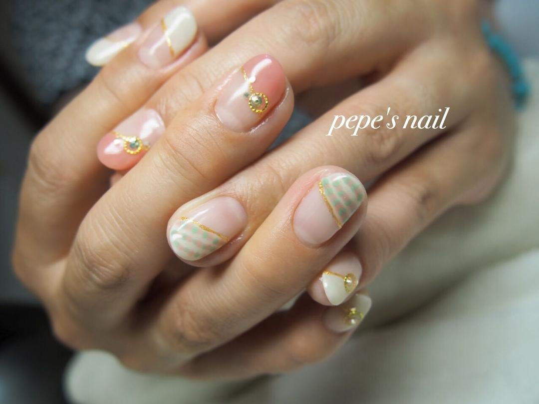 pepe's nailさんのネイルデザインの写真。テーマは『pepesnail、nail、nailart、nailstagram、gelnail、nails、paragel、pregel、vetro、bellaforma、handnail、ネイル、ネイルアート、ハンドネイル、ピーコック、変形フレンチ、サンプルから、自宅ネイル、大分市』