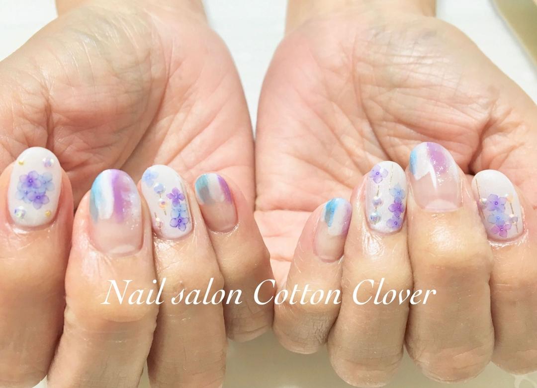 Nail salon Cotton Cloverさんのネイルデザインの写真。テーマは『梅雨ネイル、ニュアンスネイル、大人ネイル、ネイルアート、紫陽花、八戸ノ里ネイルサロン、シェルネイル、美甲』