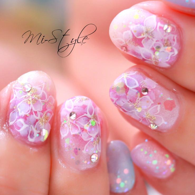 Mieko Hiramatsuさんのネイルデザインの写真。テーマは『たらしこみネイル、花柄ネイル、ウエディング、フラワーネイル、手描きアート、エレガントネイル、上品ネイル、紫陽花ネイル、あじさいネイル、エアブラシアート、梅雨ネイル』