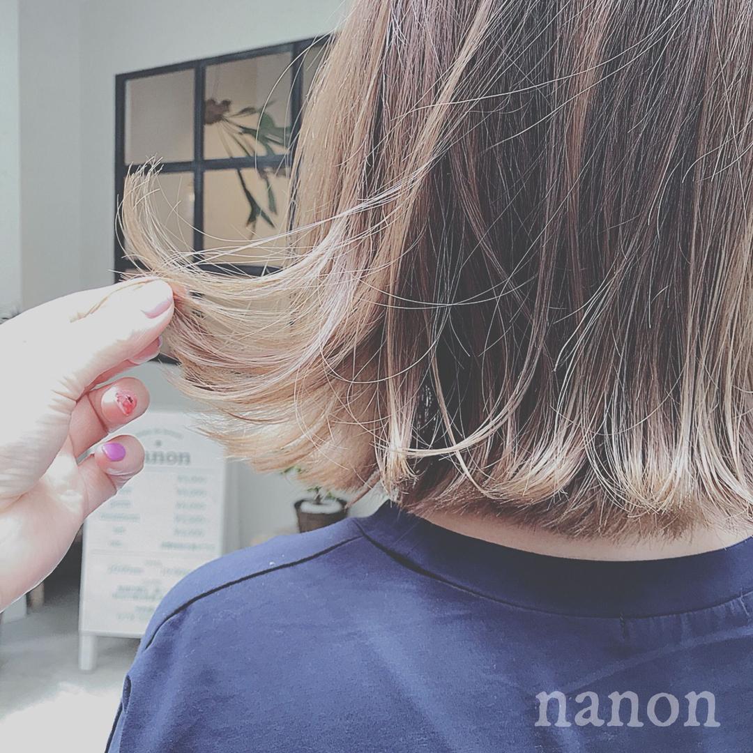 浦川 由起江さんのヘアスタイルの写真。テーマは『アッシュグレージュ、グラデーションカラー、外国人風カラー、切りっぱなしボブ、外ハネボブ、外ハネ』