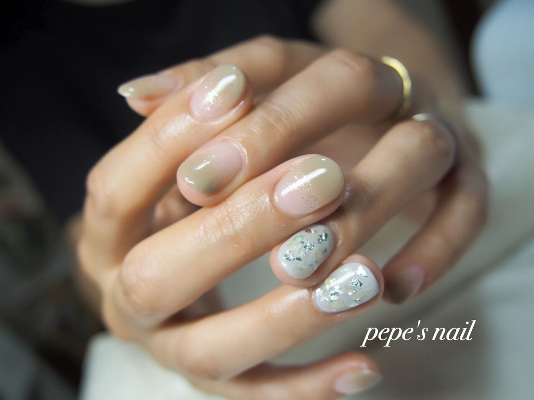pepe's nailさんのネイルデザインの写真。テーマは『pepesnail、nail、nailart、nailstagram、gelnail、nails、paragel、pregel、vetro、bellaforma、handnail、ネイル、ネイルアート、ワンカラー、グラデーション、シェル、銀箔、ハンドネイル、お持ち込み画像、自宅ネイル、大分市』
