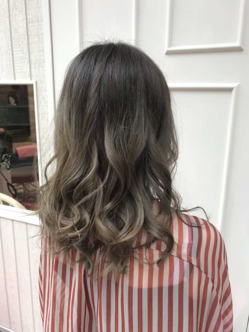 hair Blancoさんのヘアスタイルの写真。テーマは『美容室浜松、浜松、美容師、美容室、イルミナカラー、アディクシーカラー、グレージュ、グラデーション、バレイヤージュ、ハイライト、外国人風カラー、ダブルカラー、デザインカラー、モロッカンオイル、テールカラー、ヘアアレンジ、ヘアーブランコ、hairblanco浜松、カフェ、likes、青空、머리스타그램、instalike、instagood』