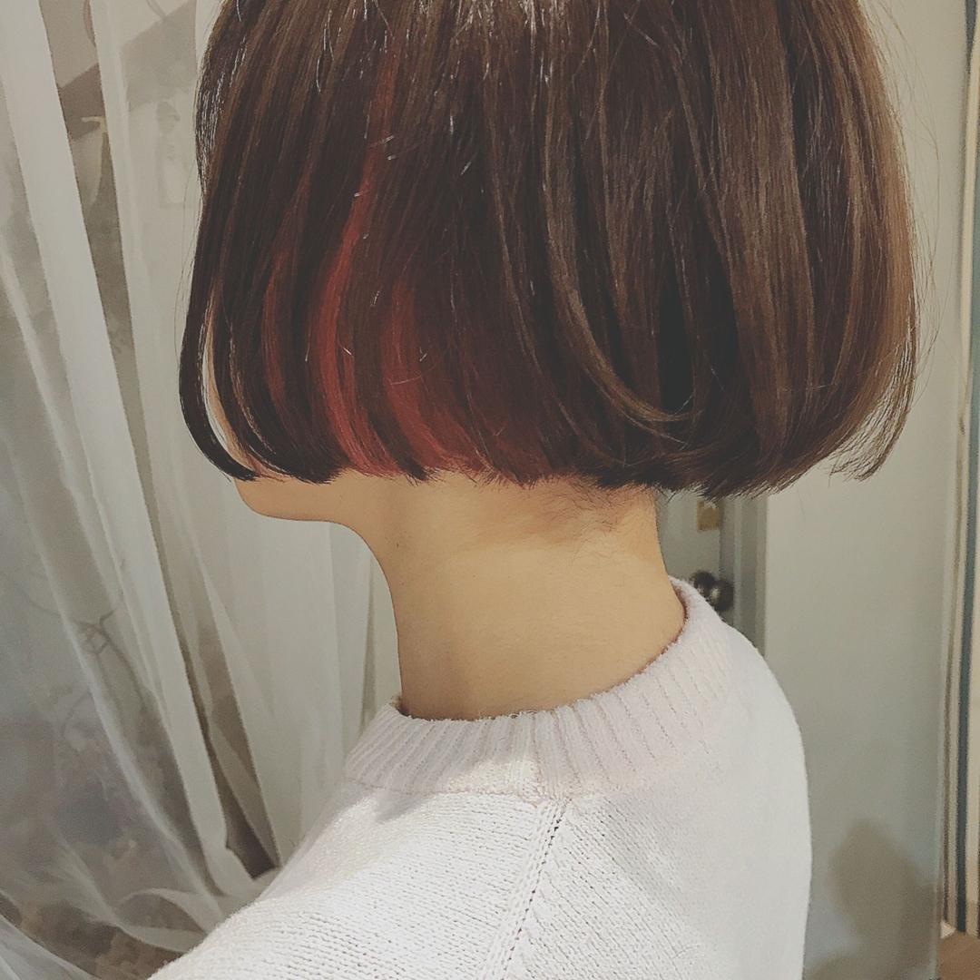 浦川 由起江さんのヘアスタイルの写真。テーマは『インナーカラー、ミニボブ、ピンクアッシュ』