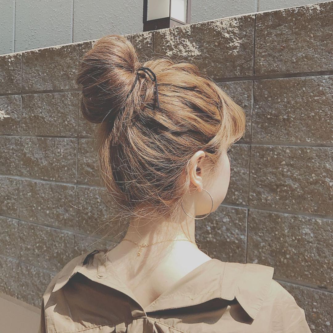 浦川 由起江さんのヘアスタイルの写真。テーマは『おだんごヘア』