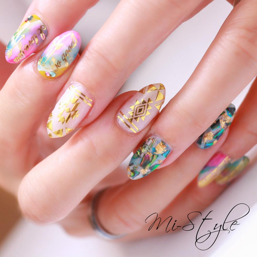 Mieko Hiramatsuさんのネイルデザインの写真。テーマは『天然石ネイル、ゴージャスネイル、キラキラネイル、ネイティブネイル、ネイティブ柄、ターコイズネイル、夏オススメ、夏ネイルデザイン、シェルネイル』
