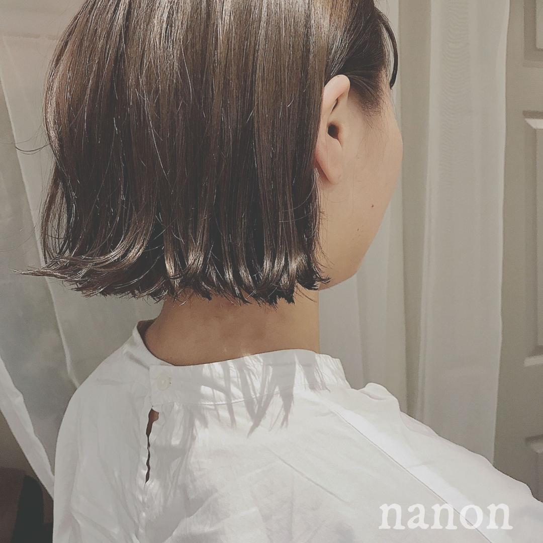 浦川 由起江さんのヘアスタイルの写真。テーマは『マットグレージュ、アッシュグレージュ、外国人風カラー、外ハネ、切りっぱなし』